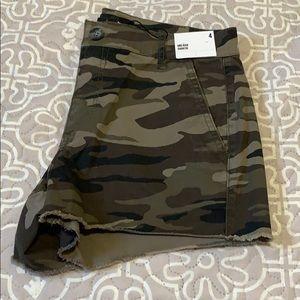 Express camo shorts size 4.  NWT